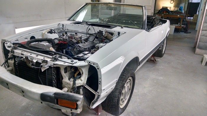 1986 Mustang GT Convertible no front section during repair
