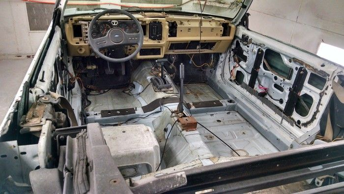 1986 Mustang GT Convertible inside view everything stripped out
