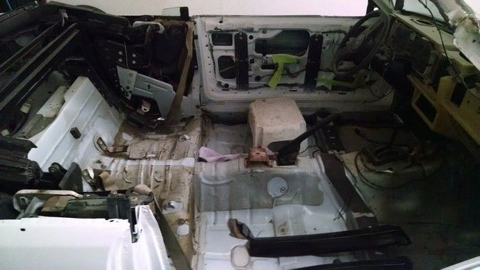 1986 Mustang GT Convertible inside view door panels, carpet, seats stripped out