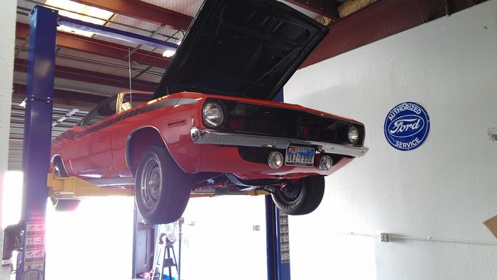 1970 Barracuda passenger front view on the lift