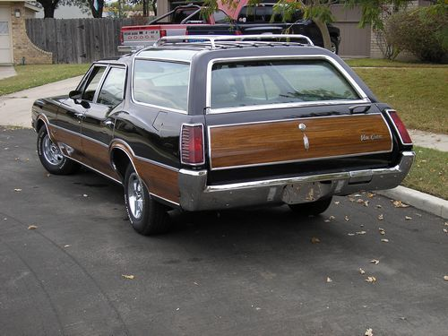 1970 oldsmobile vistacruiser, rear view